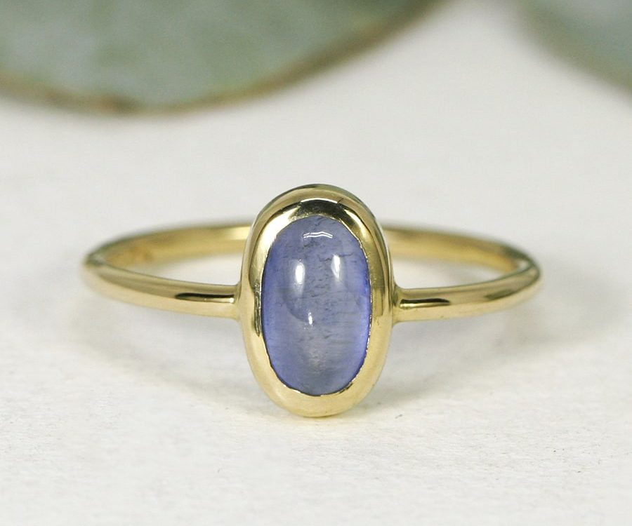 'Simply Beautiful', 18ct Yellow Gold Ring set with a 1.55ct Cabochon cut Ceylon Sapphire