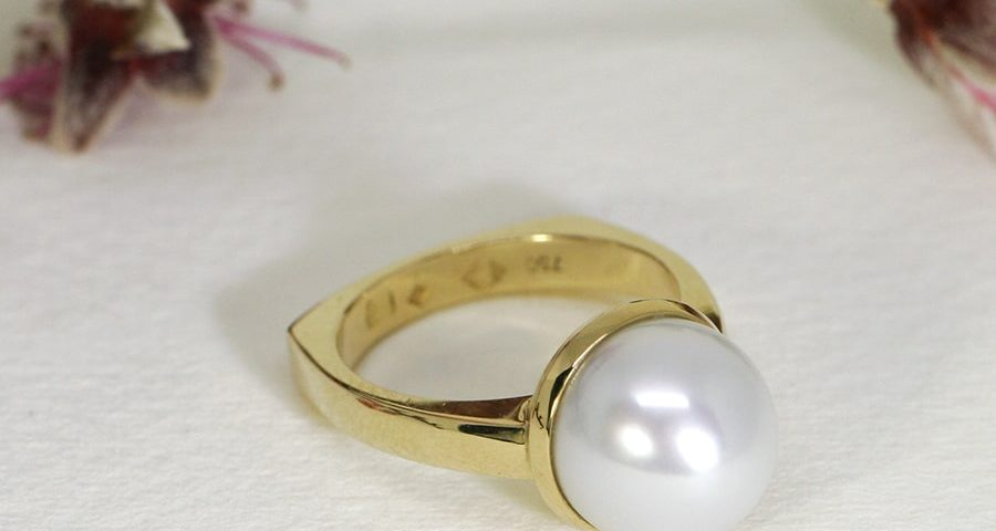'Full Moon', 18ct Yellow Gold Ring set with a Broome Pearl