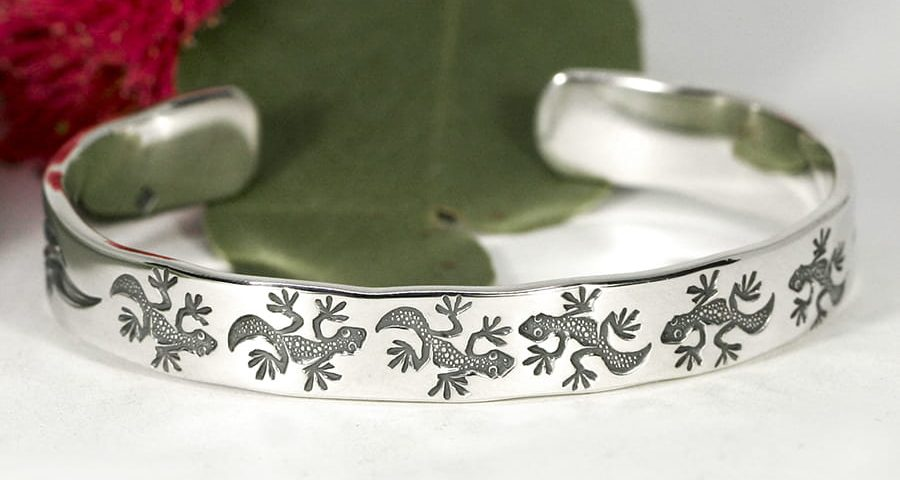 'Geckos and Gumleaves', Design also includes Gumnuts and a Dragonfly on each end