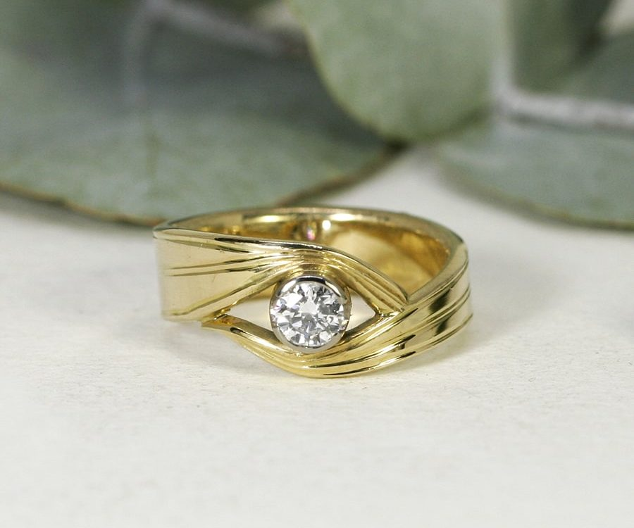 'Honey Myrtle', 18ct Yellow Gold Band and 18ct White Gold Bezel set with a 26pt Diamond
