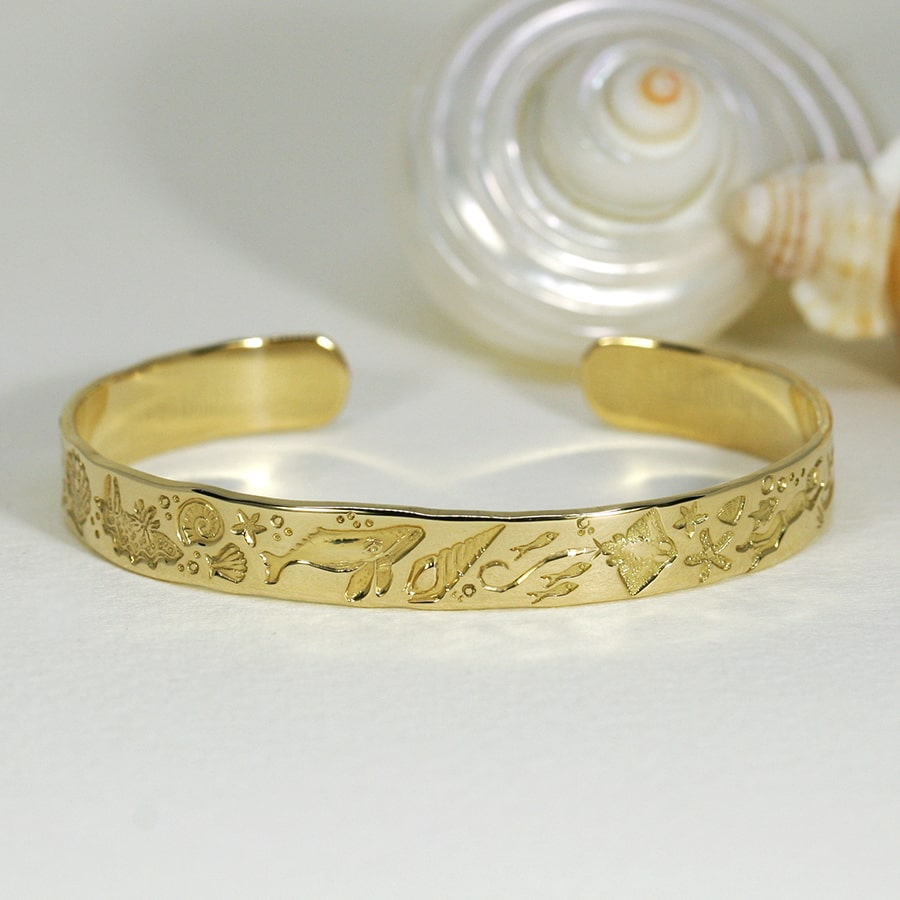 'Seaside Holidays', 18ct Yellow Gold Cuff