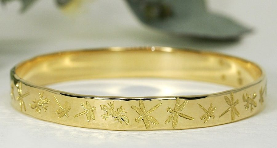 'Golden Dragonfly Dream', 18ct Yellow Gold bangle with Dragonflies and Geckos