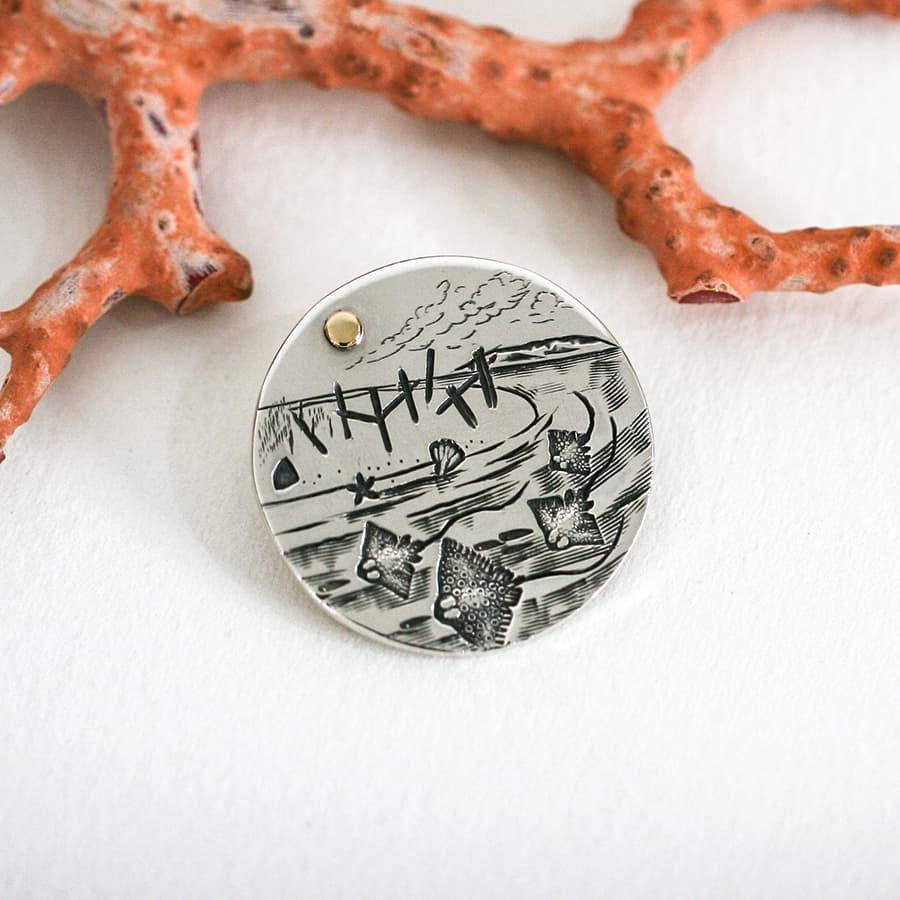 'Hamelin Bay' pendant set with an 18ct gold rivet