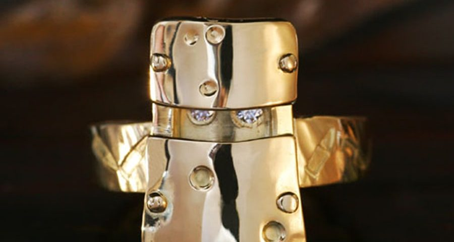 12. 18ct Yellow gold and Diamond Ned Kelly ring