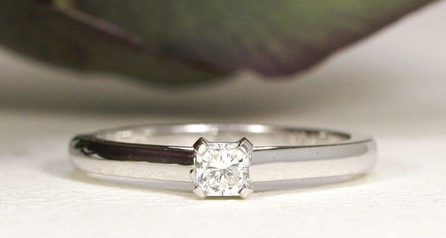 13. 'Radient', 18ct White Gold, set with 0.26ct Diamond