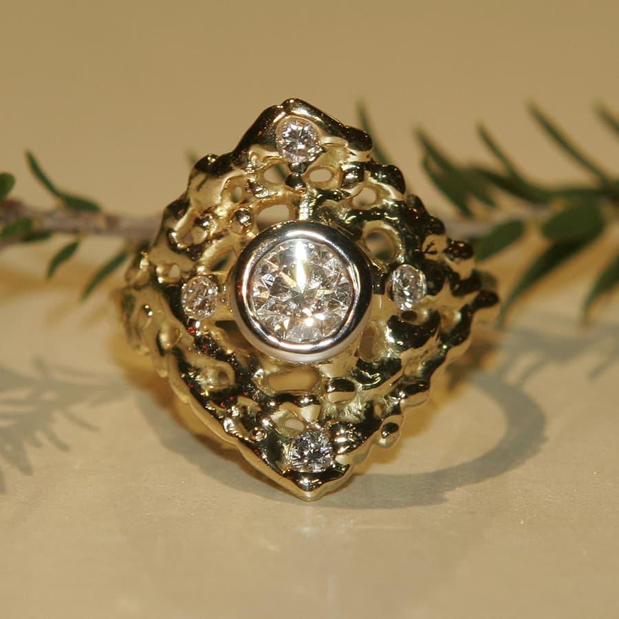16. Polar Star, 18ct Yellow Gold and Diamond