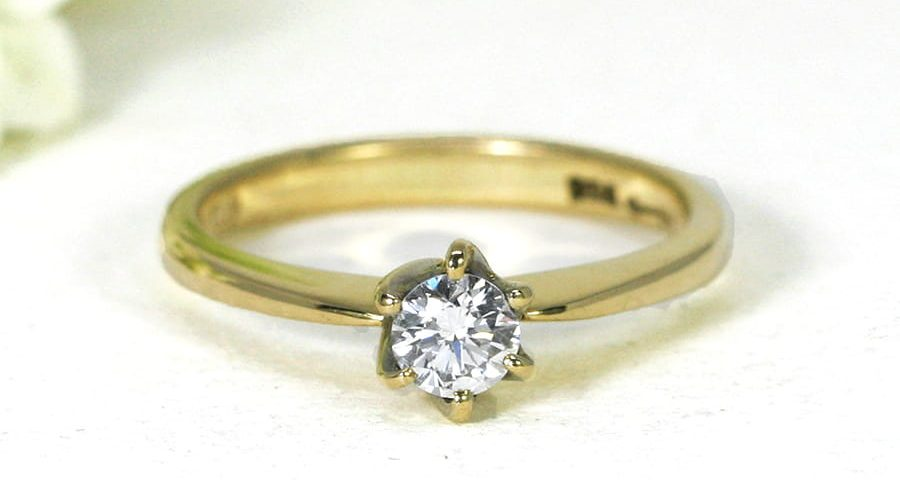 24. 'Tiffany', 18ct Yellow Gold, set with 32pt Diamond