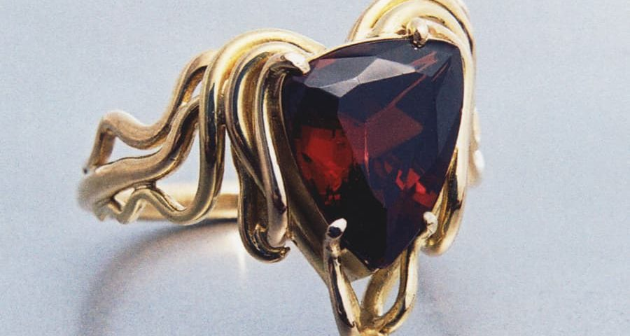 4. 18ct Yellow Gold nd Garnet Ring