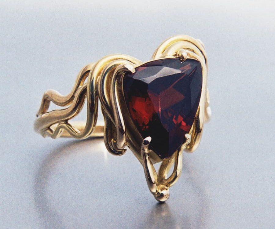 4. 18ct Yellow Gold nd Garnet Ring