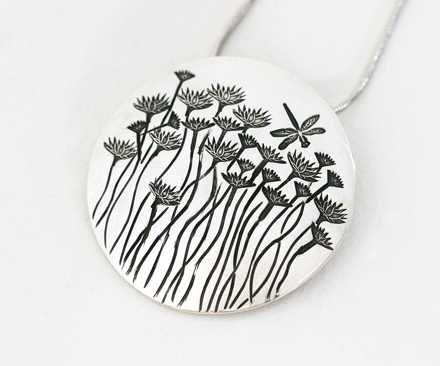 everlastings-and-dragonflies-domed-pendant