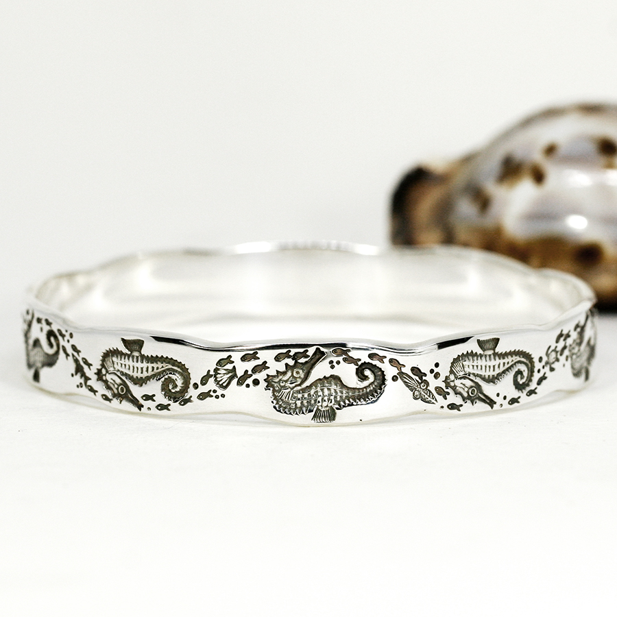 seahorse-sterling-silver-scalloped-bangle-john-miller-design