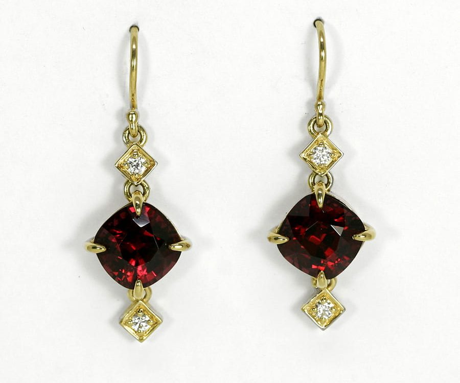 'Marie Antoinette' 18ct yellow gold drop earrings with 2 Garnets 4 EVS diamonds