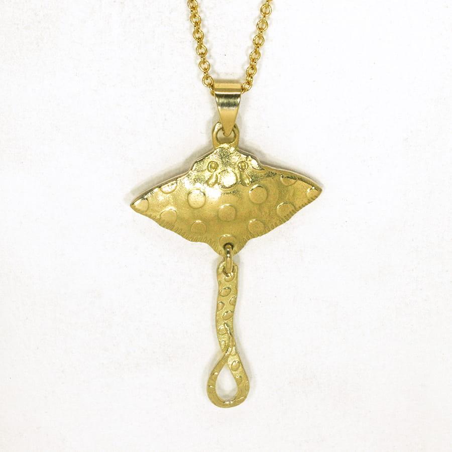 Small Stingray Pendant 18ct gold